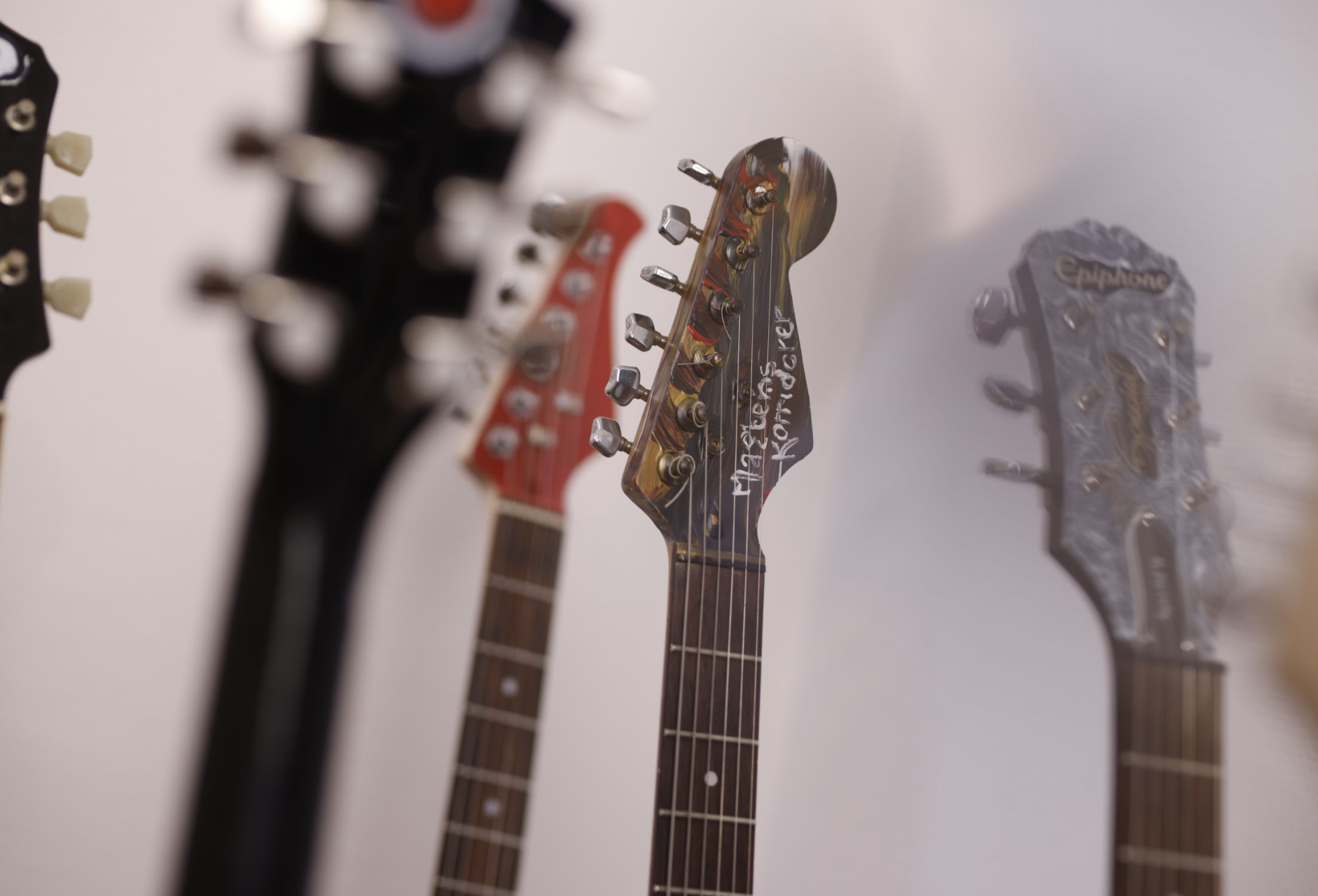 guitarer malet af kunstnere